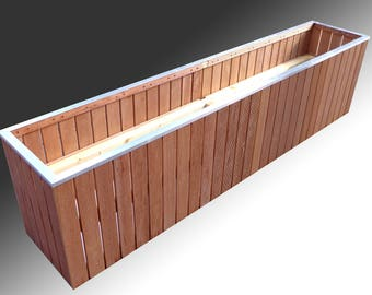 Design Planter of hardwood for outdoor