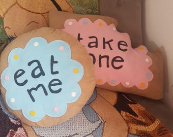 Alice In Wonderland Eat me biscuit cushion x1