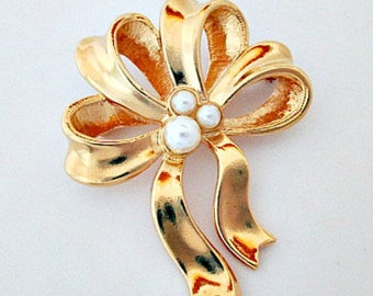 Pearl Bow Pin Brooch, Avon Pearly Bow Pin in Box, Pearl Pin, Bow Pin, Vintage Avon Jewelry, Gold Pin, Bow Jewelry, Pearl Jewelry