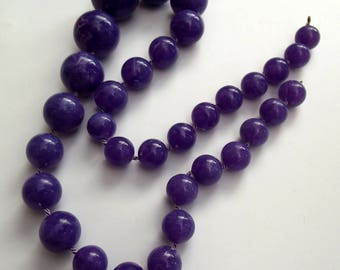 Vintage necklace - Marbled Lilac round plastic beads - Costume Jewelry