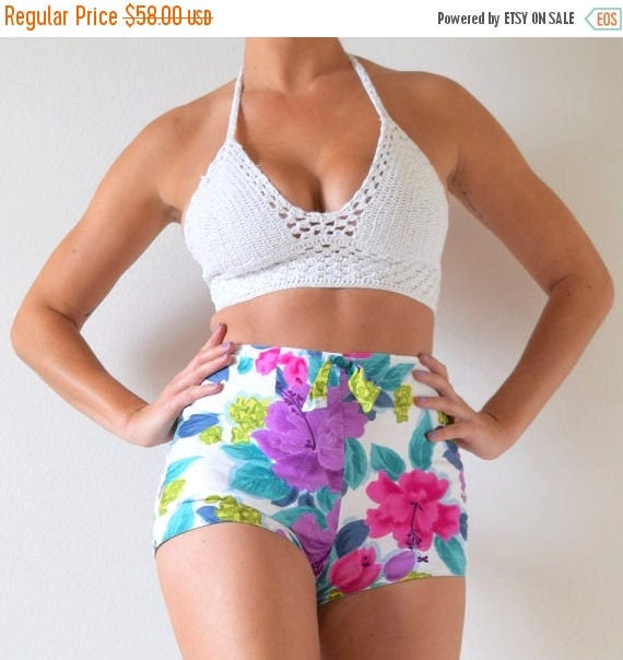 SUMMER SALE / 20% off Vintage 60s 70s Hibiscus High Waisted Hot Pants