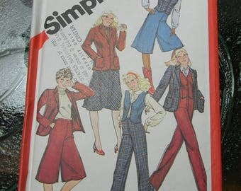 Christmas in July Vintage Simplicity Wardrobe Pattern N 5248 Dated 1981 Size 7/8 Uncut