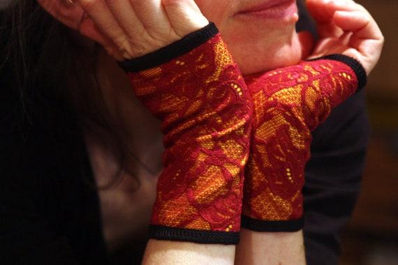 Creation/mitten cuff lace Burgundy, yellow cotton jersey lining. Mitten Rock