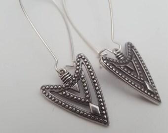 Arrow head earrings, silver dangle earrings, long silver earrings, boho jewelry, tribal earrings, minimalist earrings, arrow jewelry,