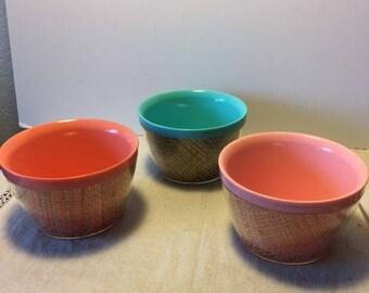 3 Vintage Burlap Straw Weave Raffia ware Raffiaware Melmac Bowls Glamping Camping Pink Blue +