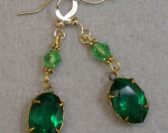 Vintage Emerald Green Swarovski Crystal Glass Cabochon Prong Setting Bead Dangle Drop Earrings,Vintage Green Crystal BiCone Beads,Gold