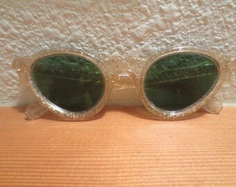 Vtg Childs Cats Eye Sunglasses / Green lenses / Gold Speckled Frames / 1960s Cats Eye Frames