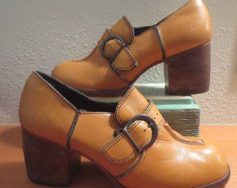 Vtg 1980s Women's leather Wedge Heel Buckle Shoes / Round Toe / Adjustable Buckle / Size 7.5 /