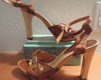 "Vtg 1980s Women's leather Wooden Heel Sandal / Le Sabot by ISSA / 4"" Heels / Leather Ankle straps / Size 7 /"