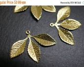 SUMMER SALE Raw Brass Antique Style Mistletoe Three Leaves Filigree Pendant Charms - 30mm x 22mm - 8 pcs