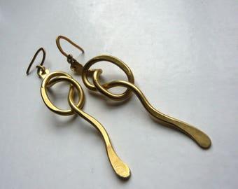 "Knots ""Falbala 4"" hammered brass earrings"
