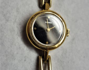 Seiko  17 Jewels  Wind up Mechanism No battery Need it only Wind Up Magnificent Vintage Gold Fill Black Onyx face For Women