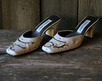 Vintage Satin Pumps Wedding Heels Embroidered Sam and Libby Shoes Off White Vintage From Nowvintage on Etsy