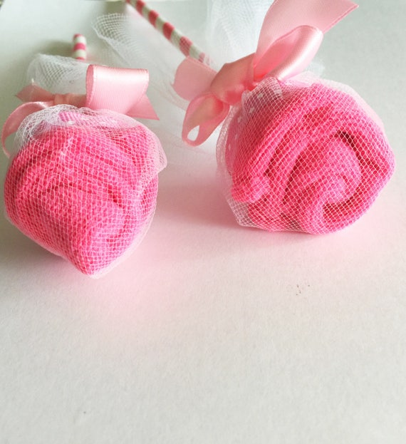 Pink washcloth flowers pink baby shower centerpieces for Pink diaper bouquet