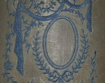 Elegant embroidered frame .great for crazy quilting