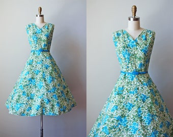 1950s Dress - Vintage 50s Dress - Hydrangea Floral Print Cotton Full Skirt Sundress M - Carpeted with Flowers Dress