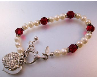 """XMAS in JULY SALE Vintage Signed Tr Genuine Fresh Water Pearl Rondelle Faceted Red Crystal Beaded Heart Charm Bracelet 7.75"""" to 8.75"""""""