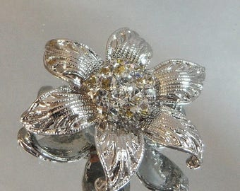 SALE Vintage Flower Brooch. Silver Tone. Clear Rhinestones.