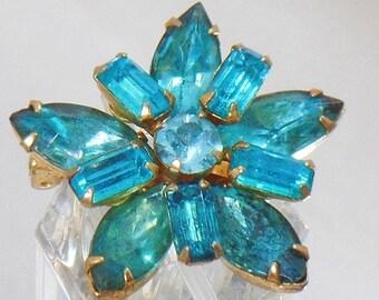 SALE Vintage Aqua Rhinestone Star Brooch. Turquoise Blue Rhinestone Star Pin.