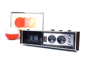 vintage 60s 70s panasonic national rc-7469 flip clock radio am/fm/afc alarm snooze wood woodgrain mid century modern retro sleek electronics