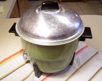 Vintage Electric Popcorn Popper, Noble, Avocado Green, 1960s, 1970s Retro Kitchen