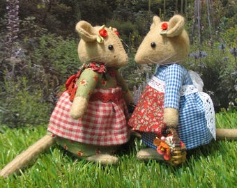 Inspired by the enchanting stories of Brambly Hedge...2 lovely handmade little mice.