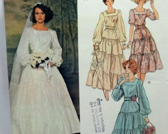 ON SALE Vogue 1251, Misses' Wedding Dress Sewing Pattern, Misses Size 12, Uncut Pattern