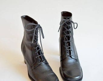 25% off Storewide // Vintage 1990s black LEATHER ankle boots / 7