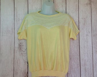 Vintage Pastel Yellow Ladies Blouse with Lace Insert on Top // 80s // Medium //