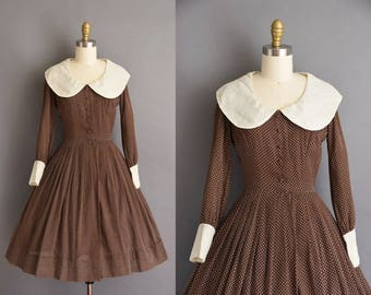 1950s vintage dress. Brown swiss for oversized collar 50s dress