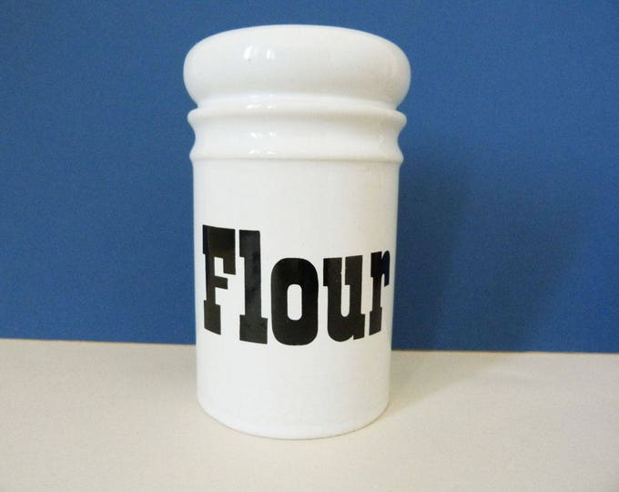Flour shaker Arthur wood England