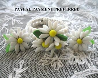 Vintage Milk Glass Bracelet & Screwback Earrings ~ Daisies
