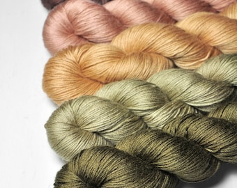 Cabin in the woods - Gradient of Silk/Cashmere Lace Yarn
