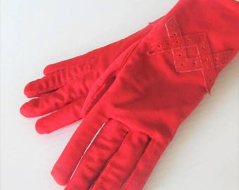 50% OFF SALE Vintage Bright Red Driving Gloves / Woman's Winter Insulated Padded Wrist Gloves