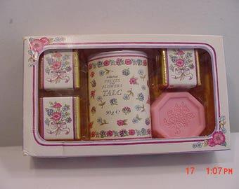 Vintage St. Michael Fruits And Flowers Bath Soap - Talc & Cubes In Original Box 17 - 983