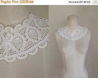 AWAY SALE 20% off vintage 1930s white collar - FISH cotton crochet detachable collar