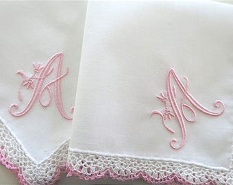 Bridesmaid Handkerchief, Bridesmaid Gift, Bridal Shower gift: Wedding handkerchief with single initial