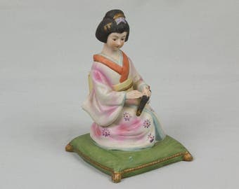 vintage Japanese Geisha music box figurine Stained porcelain Made in Taiwan