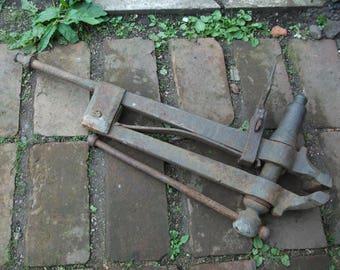 Antique Monster blacksmith's Leg vice, 50kg Vise, forge use Farrier