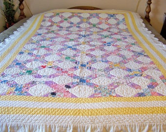 Vintage Heirloom Quilt Scallop Edge Multicolor Patchwork Quilt Blanket Quilt Wall Display Vintage 1950s
