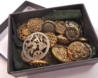 Mini button box of gold tone metal vintage/antique buttons - all sorts (Ref D07)