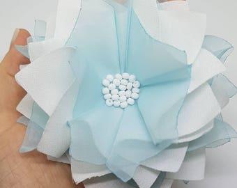 Fleur en tissu polyester blanc et bleu / Broche /Pince à cheveux /Accessoire / Accessory / white and bleu fabric flower / Broche / Hair clip