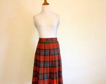 ON SALE Red / Green Tartan Plaid Skirt - Vintage Pleated Wool Skirt - Size Small