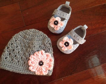 Crochet hat and shoes for baby girl gray,black and pink 0-6 month