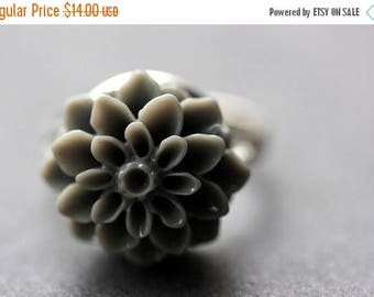 SUMMER SALE Gray Mum Flower Ring. Grey Chrysanthemum Ring. Gray Flower Ring. Adjustable Ring. Handmade Flower Jewelry.