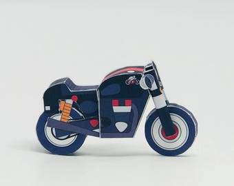 Triumph Thruxton - POSTCARD + PAPERCRAFT model in one! Perfect Gift for a Moto Lover!