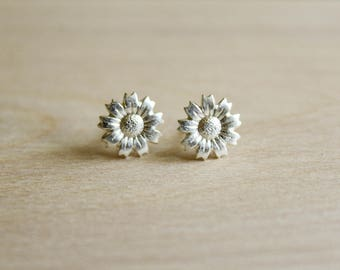Sunflower Earring Studs in Antique Silver or Matte Silver, Silver Daisy Jewelry, Simple Any Occasion Accessory, Flower Earrings