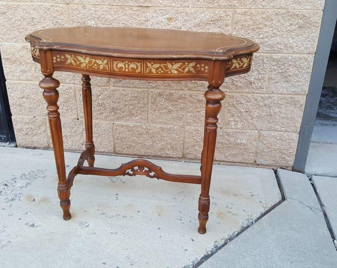 Vintage Shabby chic antique table, accent table, PICK UP ONLY, entry way, occassional table, ornate, painting included
