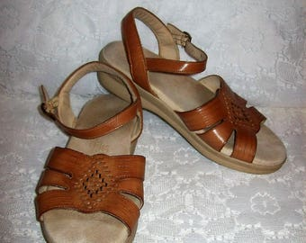 Vintage Ladies Brown Strappy Leather Sandals by SAS Size 6 Only 9 USD