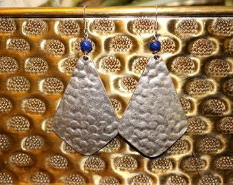 Hammered silver earrings with lapis lazuli bead
